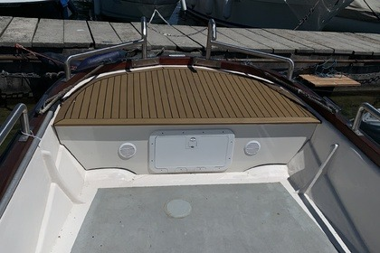 Hire Motorboat Q Boat Q boat 80 kw Nyon