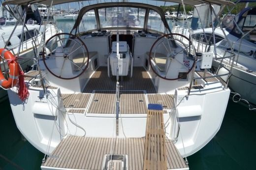 Sailboat Jeanneau Sun Odyssey 509 peer-to-peer
