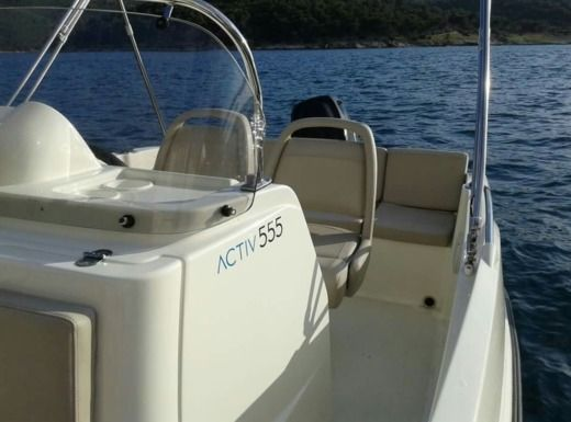 Motorboat QUICKSILVER Activ 555 peer-to-peer