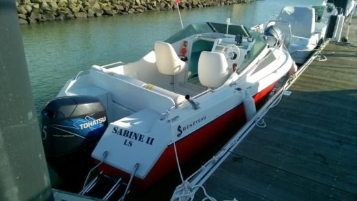 Motorboat BENETEAU FLYER560 CAB for hire