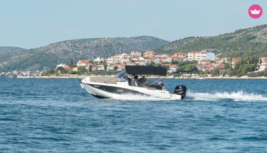 Motorboat Quicksilver 755 Sd for hire