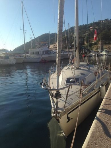 Sailboat JEANNEAU SYMPHONIE for hire