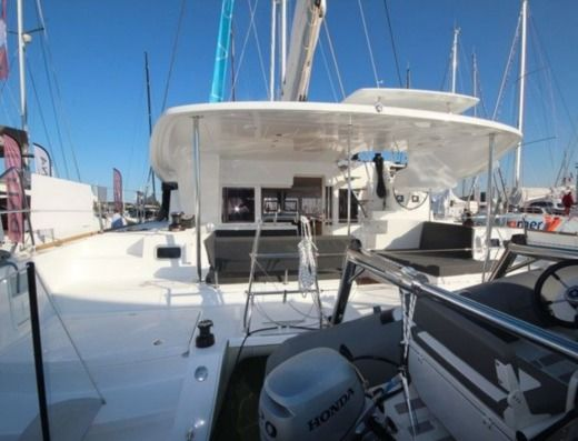 Catamaran Lagoon 450 Sport Top for rental