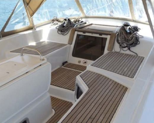 Sailboat JEANNEAU 53 peer-to-peer