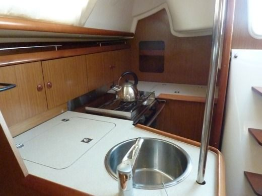 Sailboat JEANNEAU Sun Odyssey 32i for hire
