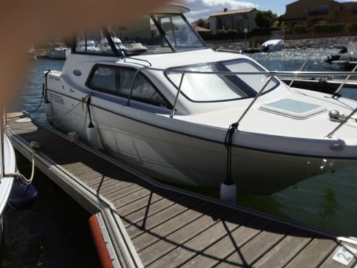 Motorboat Bayliner Classic Cierra 242 Express for hire