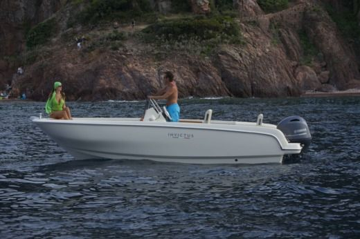 Motorboat Invictus 190Fx for hire