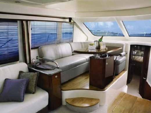 Sea Ray 525 Sedan Bridge en Marbella en alquiler