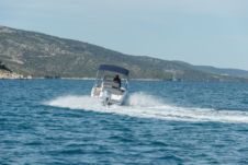 Motorboat Sessa Marine Keylargo 20 for hire