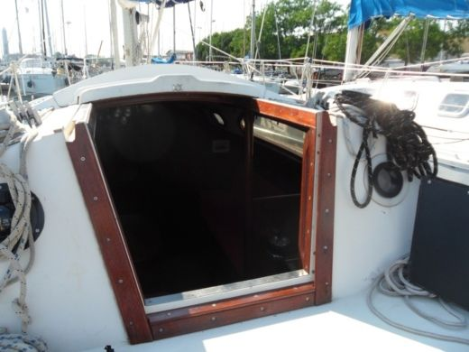 Sailboat Jeanneau Leader 32 for hire