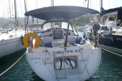Charter Sailboat Aliaura Feeling 32 Toulon