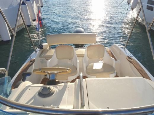 Motorboat Primus Marine Fisher 17 Deck for hire