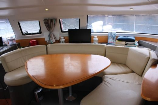 Catamarano FOUNTAINE PAJOT Lavezzi 40 tra privati