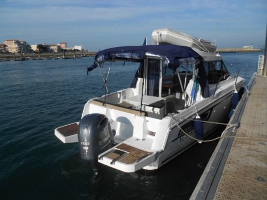 Motorboat Jeanneau Merry Fisher 6.95 for hire