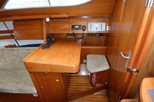 Charter Sailboat Jeanneau 32.2 Salerno