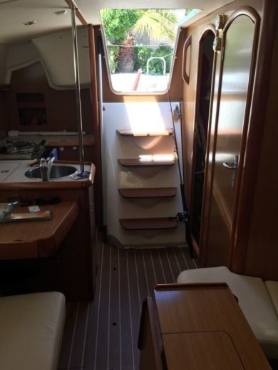 JEANNEAU SUN ODYSSEY 32I in Hyères for hire