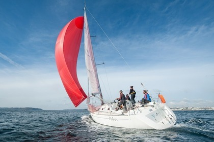 Hire Sailboat BENETEAU First 31,7 Brest